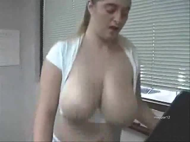 White Girl Showing Her Pussy